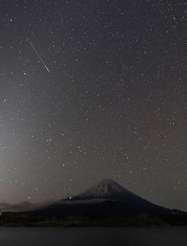 しし座流星群と富士山.jpg