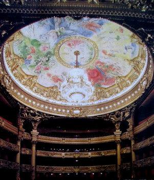 パリ国立オペラ座の室内。シャガールの天井画が見られる_1.jpg