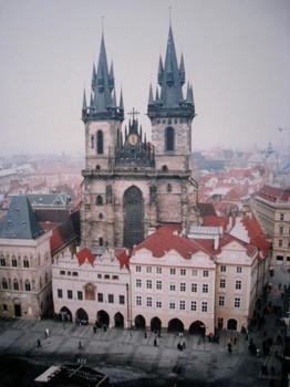 プラハ中心部に位置するゴシック様式の教会_1.jpg
