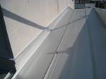 屋根と外壁との取り合いが劣化で剥がれて、水分が浸透