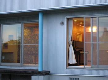 モダニズム様式の住宅にはアーツ&クラフツが美しく映えます