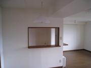 施工前のマンションのダイニングルーム。ビニールクロスを張替えしたばかりでした。
