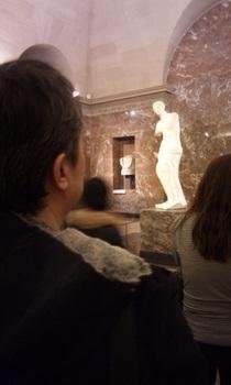 ミロのヴィーナスを見る.jpg