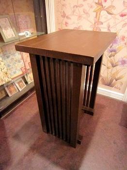 手造りのテーブル