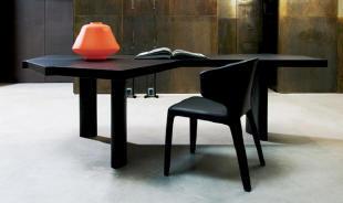 ペリアンがデザインした美しいテーブル。2004年に復興しました。