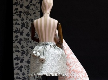 vivienne-westwood-wallpaper-dress-2_thumb.jpg