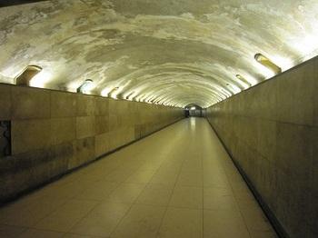 凱旋門の地下通路.jpg