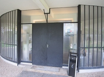 savoye entrance.jpg